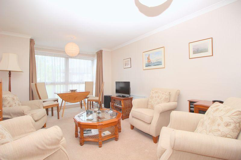 2 Bedrooms Flat for sale in Highview Road, Sidcup, DA14 4EZ