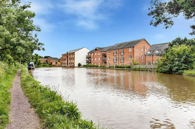 2 Bedrooms Apartment Flat for sale in Canal Road, Congleton
