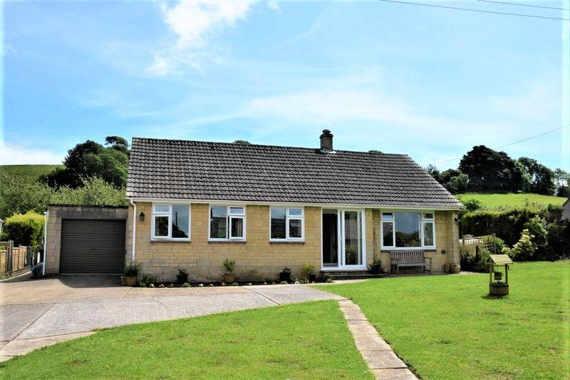 3 Bedrooms Detached Bungalow for sale in REFURBISHED BUNGALOW - MAPPERTON LANE, MELPLASH, BRIDPORT, DORSET