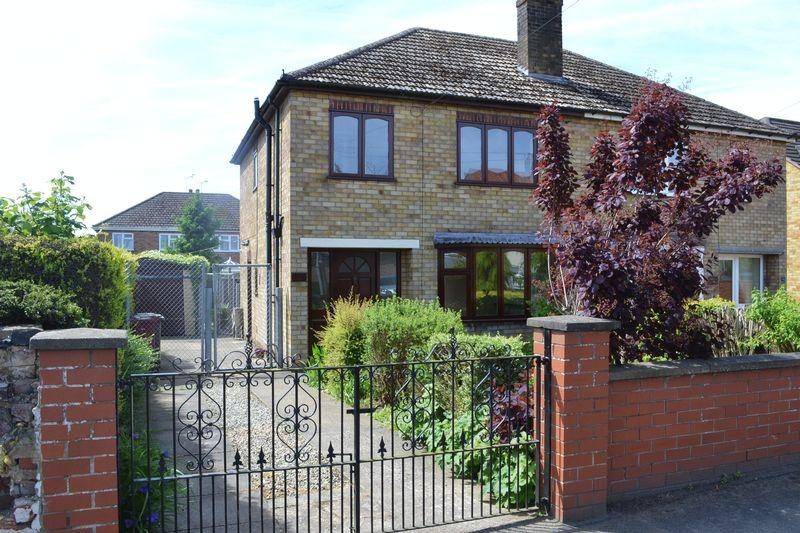 3 Bedrooms Semi Detached House for sale in Cemetery Road, Winterton