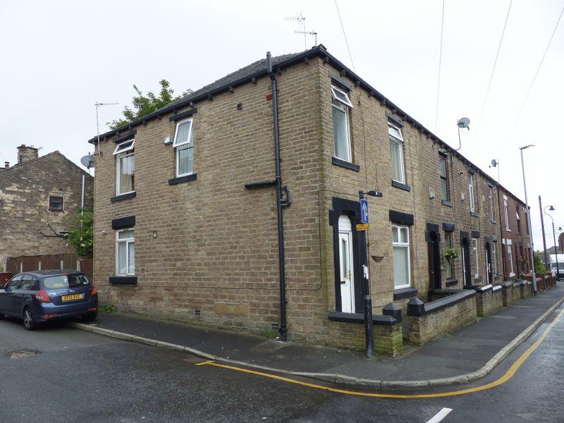 3 Bedrooms Terraced House for sale in St John Street, Lees
