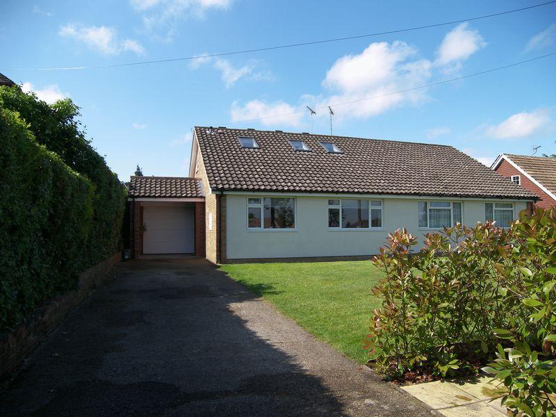 4 Bedrooms Semi Detached Bungalow for sale in Bookham