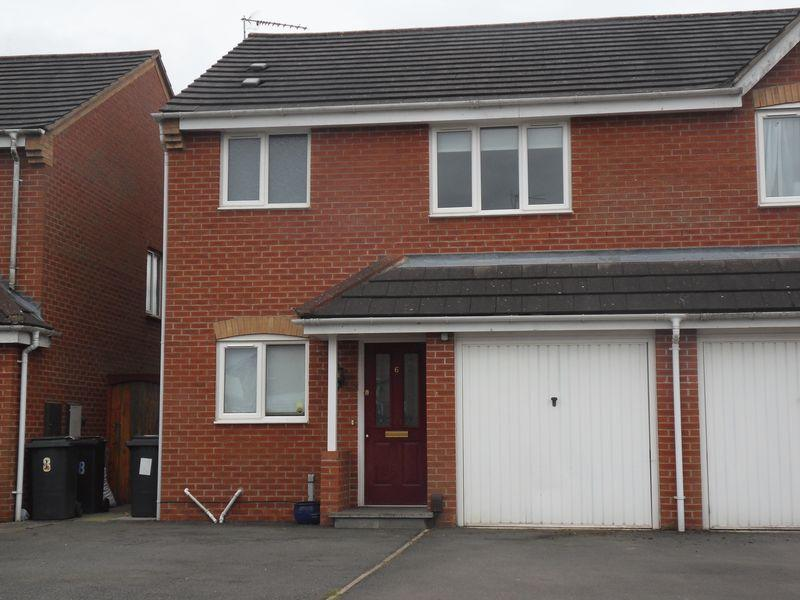 3 Bedrooms Semi Detached House for sale in Stadium Close, Coalville