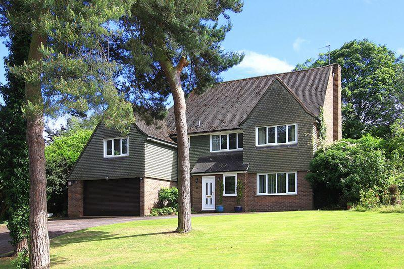 4 Bedrooms Detached House for sale in TETTENHALL,The Orchard