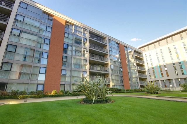 2 Bedrooms Flat for sale in Baltic Apartments, 11 Western Gateway, Docklands