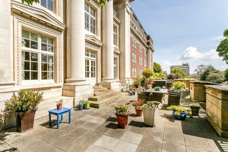 3 Bedrooms Flat for sale in Royal Standard House, Standard Hill, Nottingham, NG1