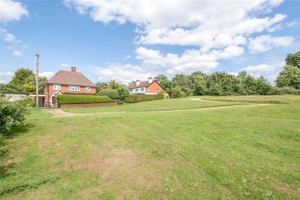3 Bedrooms Detached House for sale in Portsmouth Road, Cobham, Surrey, KT11