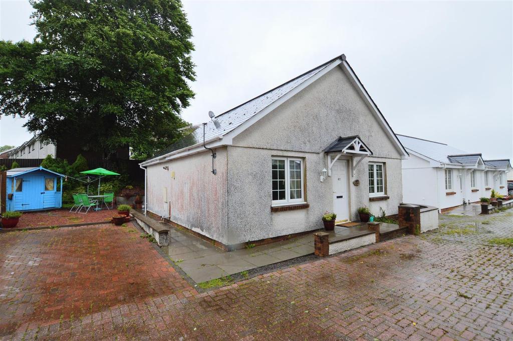 2 Bedrooms Detached Bungalow for sale in Delfryn, Capel Hendre