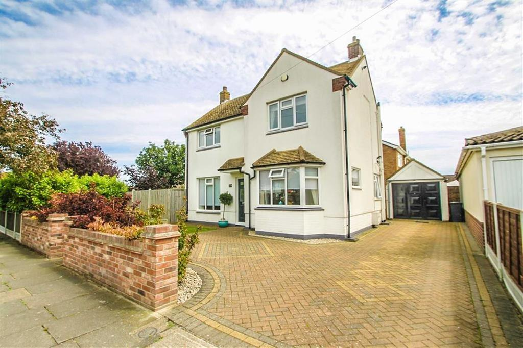 3 Bedrooms Detached House for sale in Salisbury Road, Holland-on-Sea
