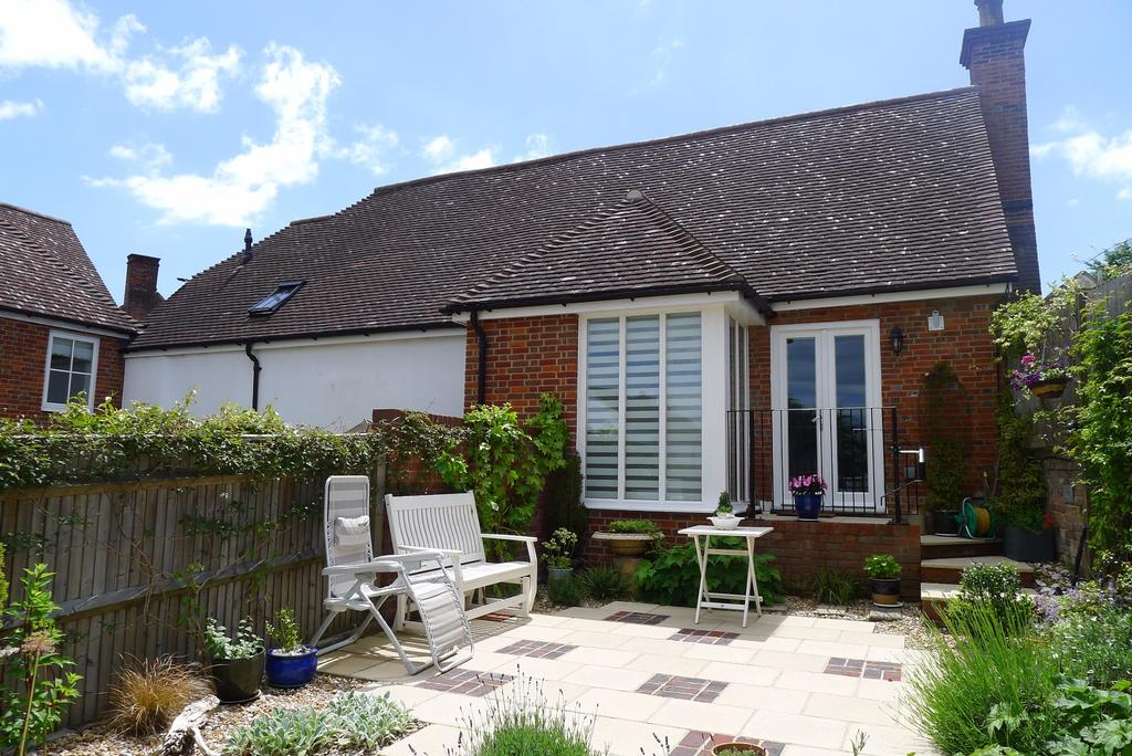 2 Bedrooms Terraced House for sale in COACH HOUSE MEWS, TITCHFIELD