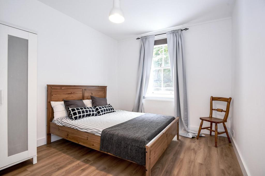 1 Bedroom Flat for sale in Greyhound Road, Fulham