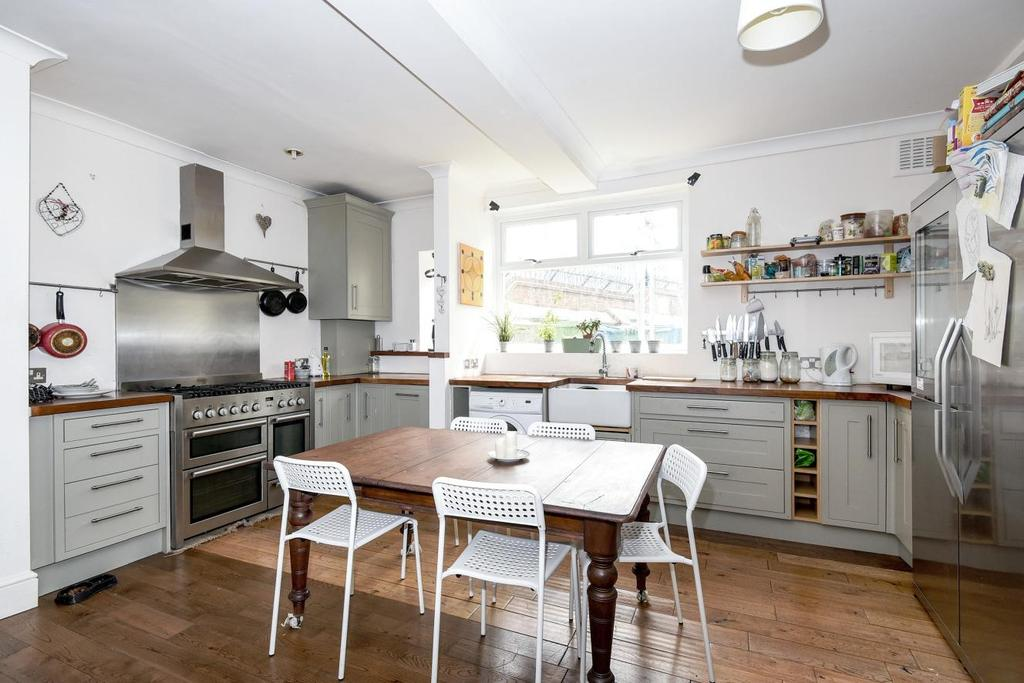 2 Bedrooms Flat for sale in Rye Hill Park, Nunhead, SE15