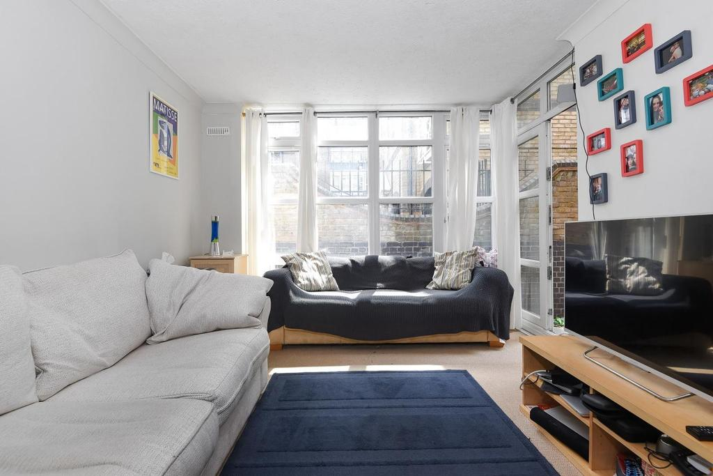1 Bedroom Flat for sale in Eleanor Close, Surrey Quays, SE16