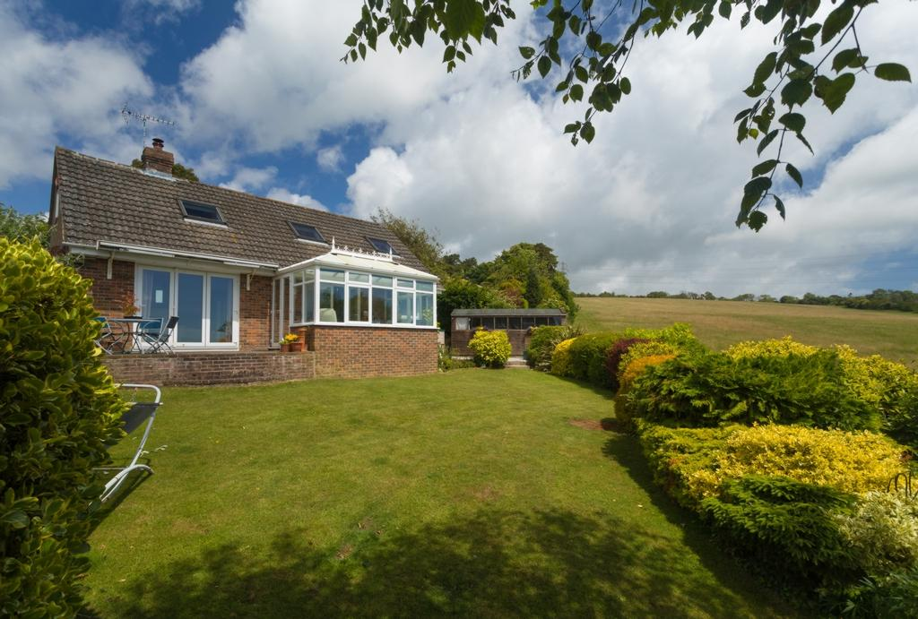 4 Bedrooms Detached House for sale in Teddars Leas Road, Etchinghill, CT18