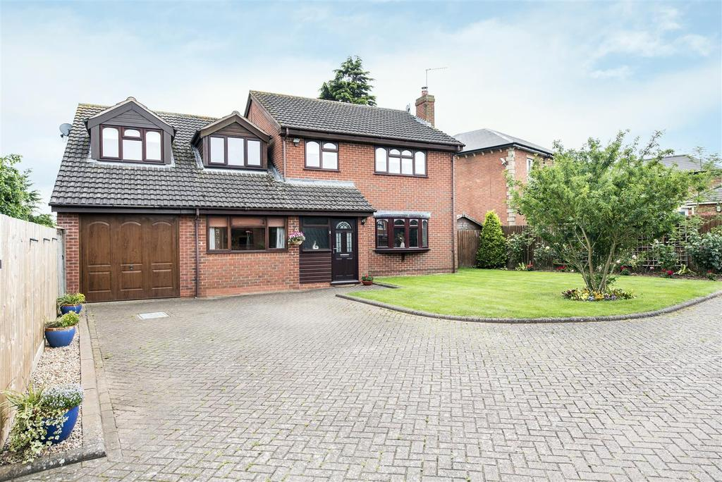 5 Bedrooms Detached House for sale in Newstead Drive, Southam