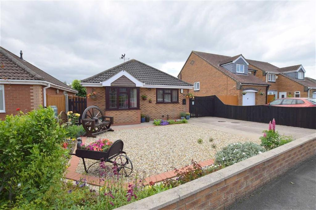 2 Bedrooms Detached Bungalow for sale in Picksley Crescent, Holton Le Clay, North East Lincolnshire