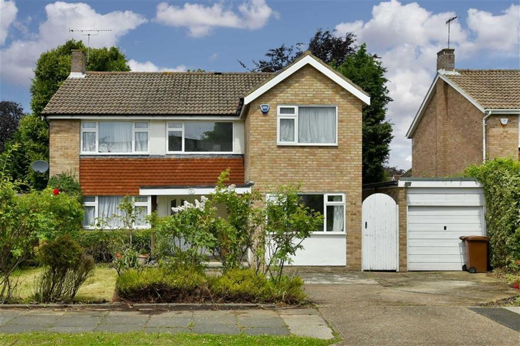 4 Bedrooms Detached House for sale in Mospey Crescent, Epsom, Surrey