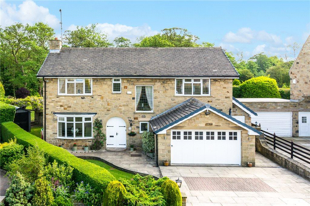 4 Bedrooms Detached House for sale in Lowcroft, Collingham, Wetherby, West Yorkshire