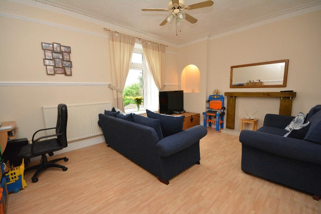 3 Bedrooms Flat for sale in Clyde Street, Grangemouth, Falkirk, FK3 8EU
