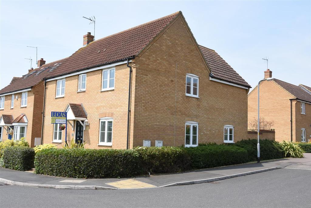4 Bedrooms Detached House for sale in Yateley Drive, Barton Seagrave, Kettering