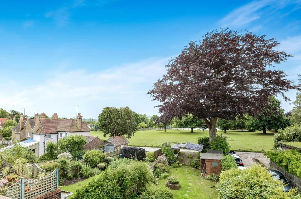 2 Bedrooms Maisonette Flat for sale in High Street Hurstpierpoint West Sussex BN6