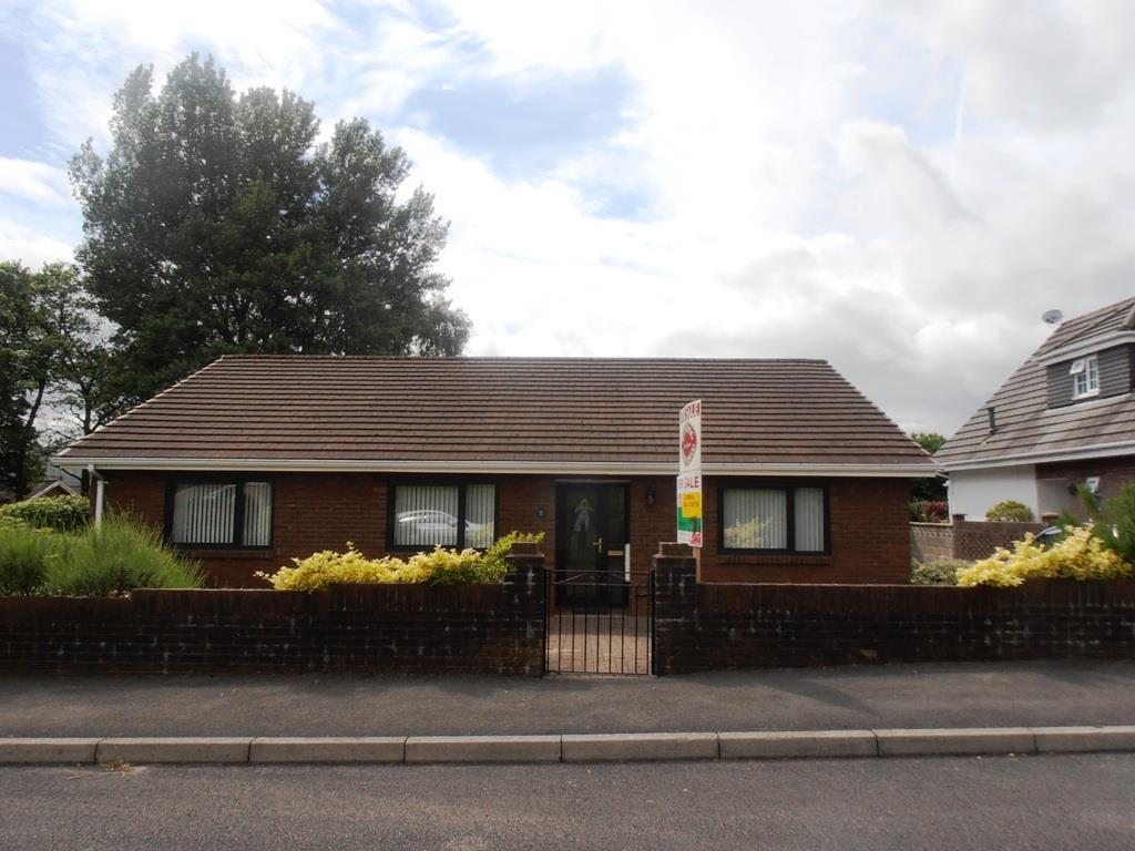 3 Bedrooms Detached Bungalow for sale in Craig-Y-Llyn Crescent, Cwmbach, Aberdare