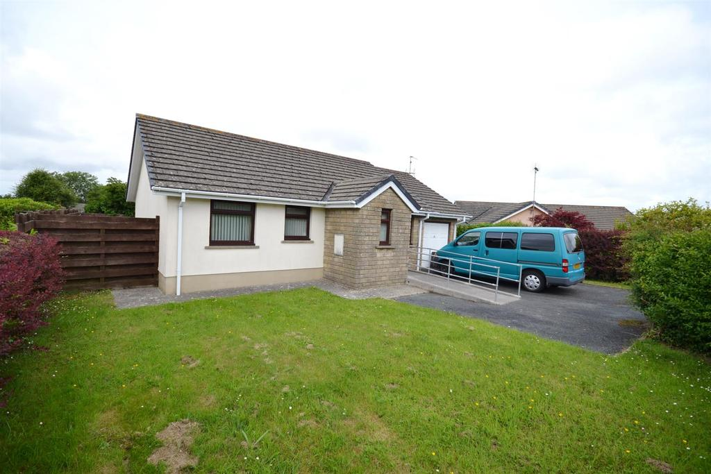 3 Bedrooms Detached Bungalow for sale in South Meadows, Pembroke