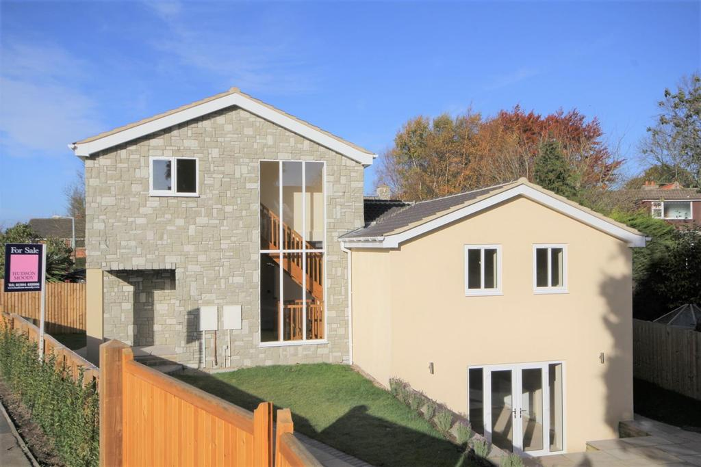 4 Bedrooms Detached House for sale in The Dell, Skelton, York, YO30 1XP