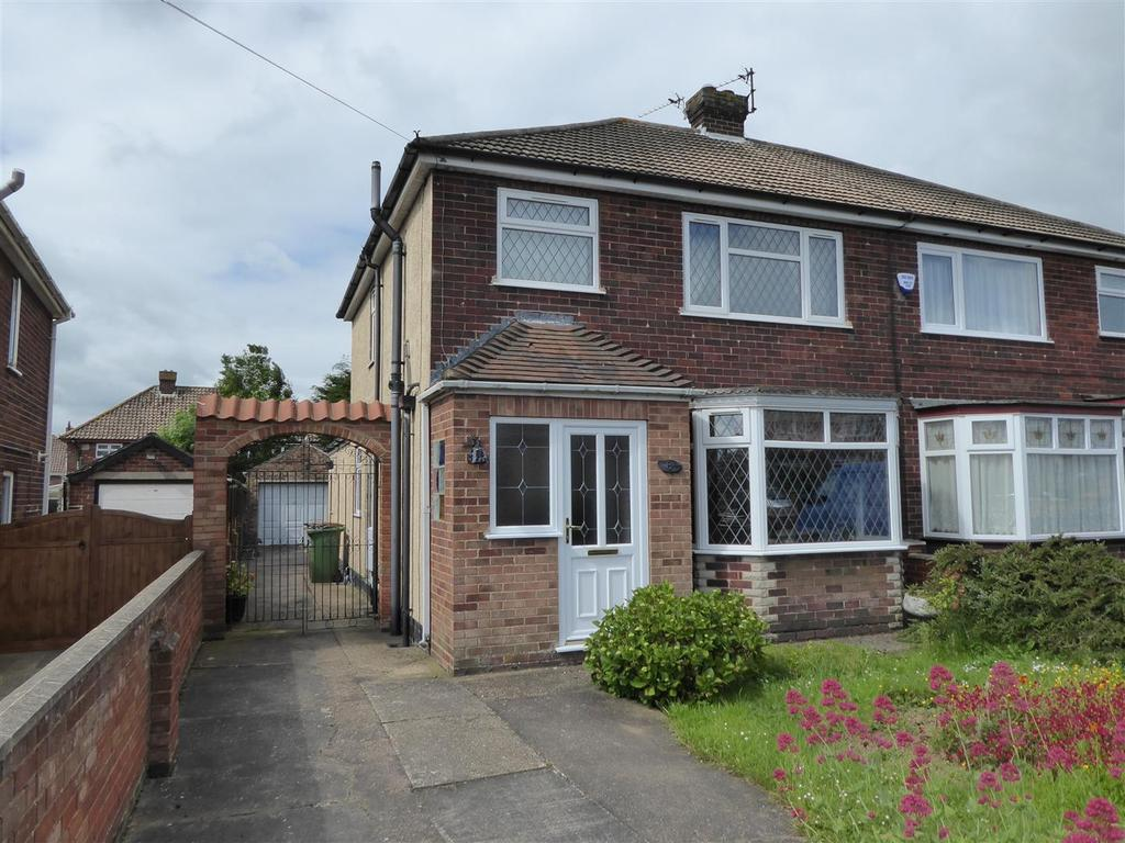3 Bedrooms Semi Detached House for sale in Penshurst Road, Cleethorpes