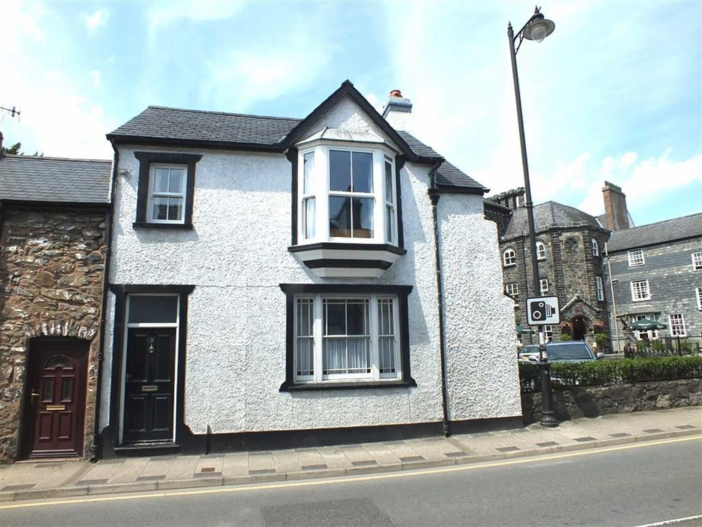 3 Bedrooms End Of Terrace House for sale in 9 Bridge Street, Llanrwst