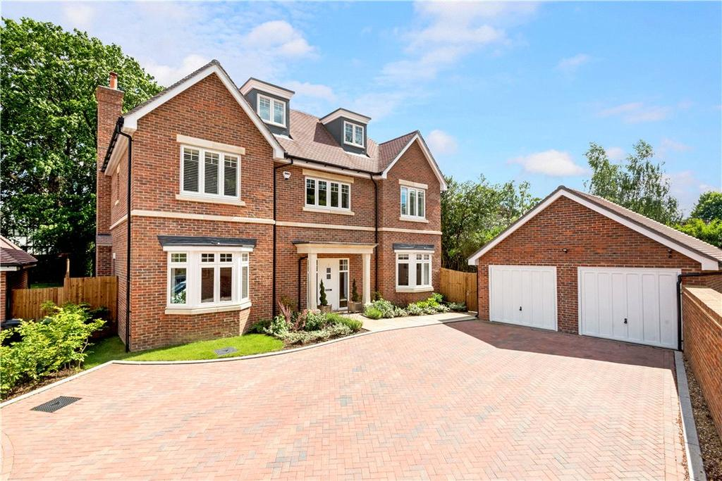 5 Bedrooms Detached House for sale in Norbury Place, Fetcham, Leatherhead, Surrey, KT22
