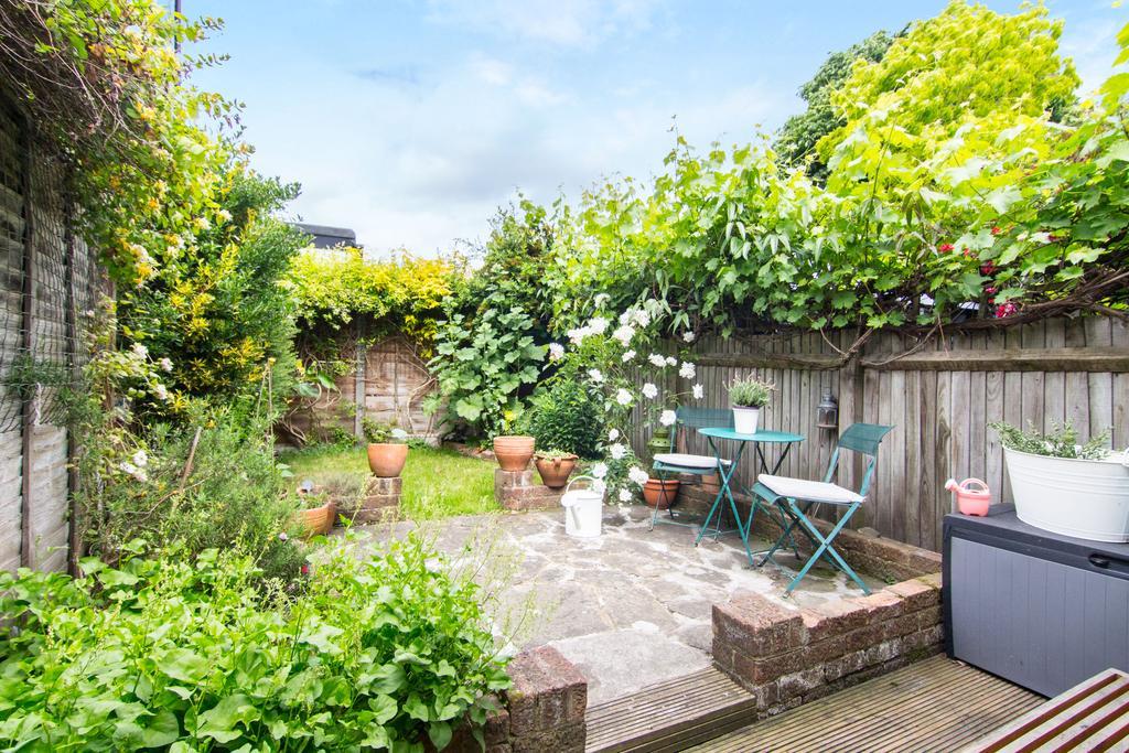 2 Bedrooms House for sale in Enfield Walk, Brentford