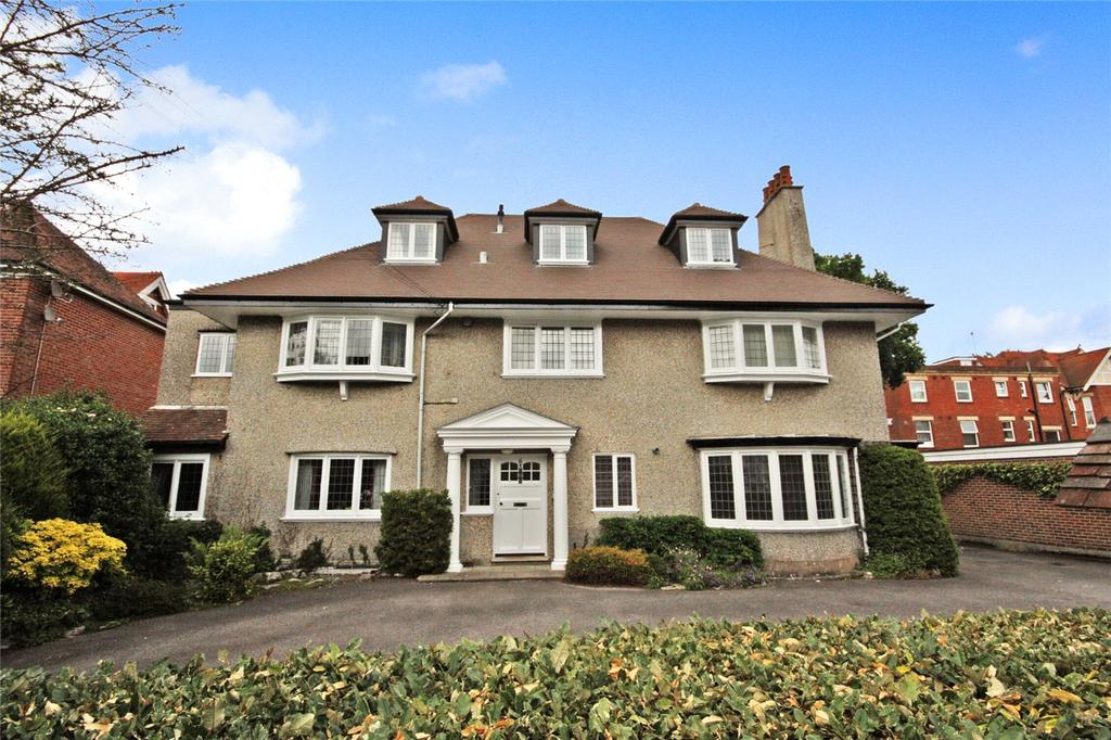 3 Bedrooms Flat for sale in Wollstonecraft Road, Bournemouth, Dorset, BH5