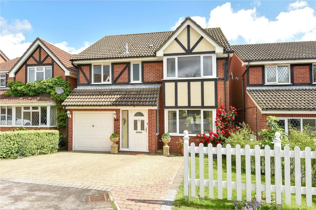 4 Bedrooms Detached House for sale in Beechwood Close, Basingstoke, Hampshire, RG22