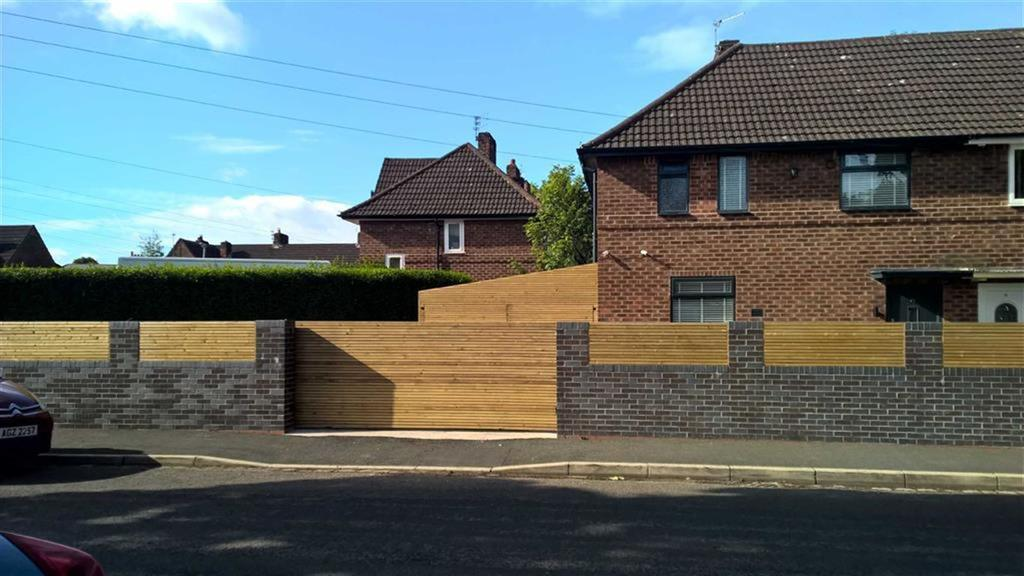 3 Bedrooms Semi Detached House for sale in Moor Lane, Manchester