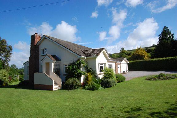 5 Bedrooms Detached House for sale in Wootton Courtenay