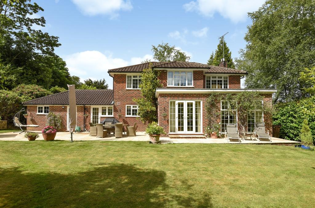4 Bedrooms Detached House for sale in Stoatley Rise, Haslemere, GU27