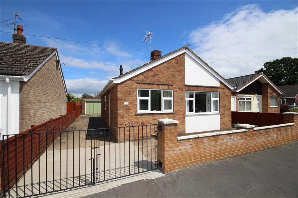 2 Bedrooms Detached Bungalow for sale in St Clements Road, North Hykeham, Lincoln, Lincolnshire