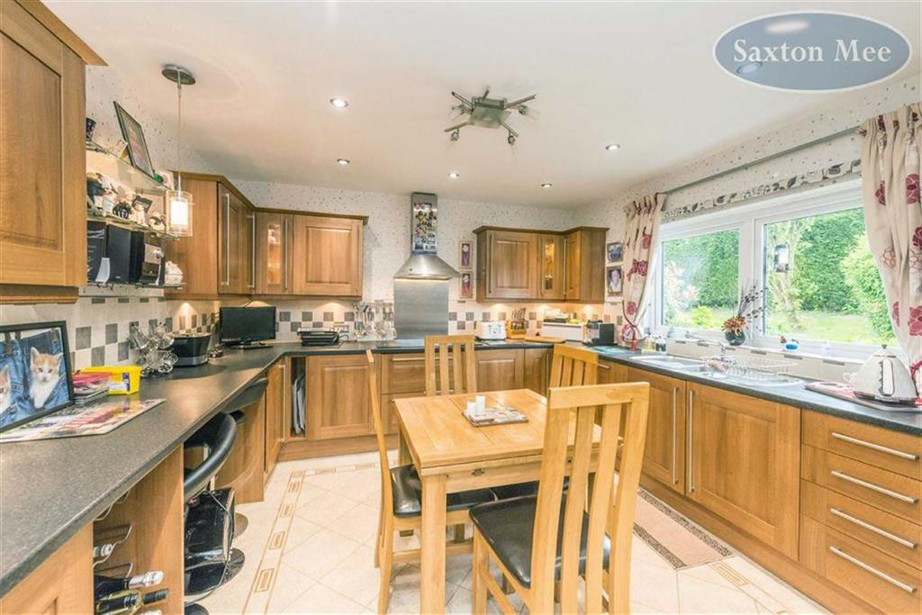 4 Bedrooms Detached House for sale in Delph Edge, Green Moor, Sheffield, S35