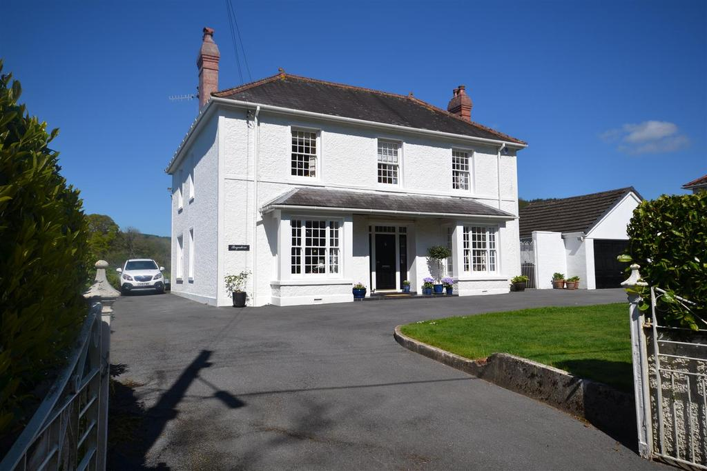 4 Bedrooms Detached House for sale in Bronwydd, Carmarthen