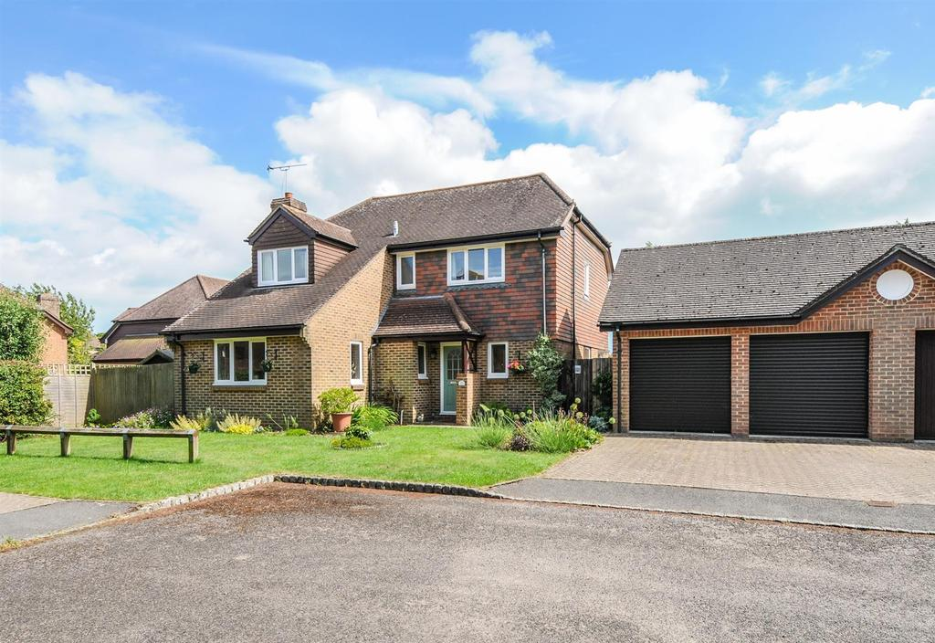 4 Bedrooms Detached House for sale in St. Marys Meadow, Yapton