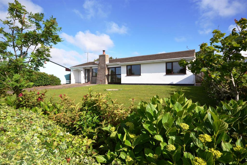 4 Bedrooms Detached Bungalow for sale in Little Castle Grove, Herbrandston, Milford Haven
