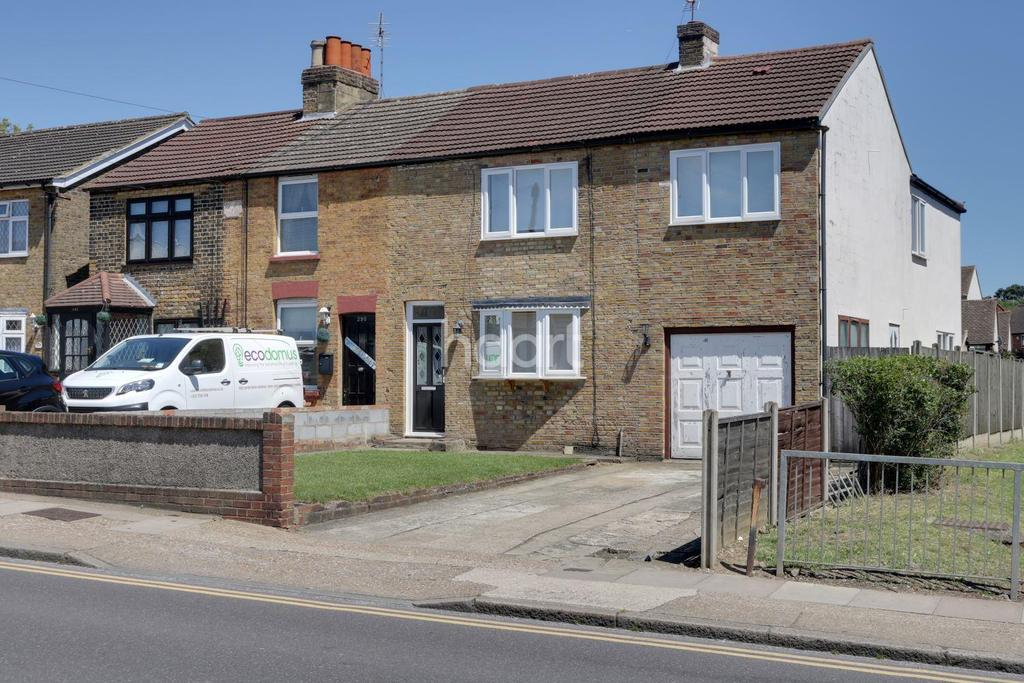4 Bedrooms Semi Detached House for sale in Collier Row Lane, Collier Row, Romford