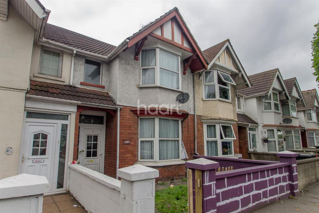 3 Bedrooms Terraced House for sale in County Road, Swindon, Wiltshire