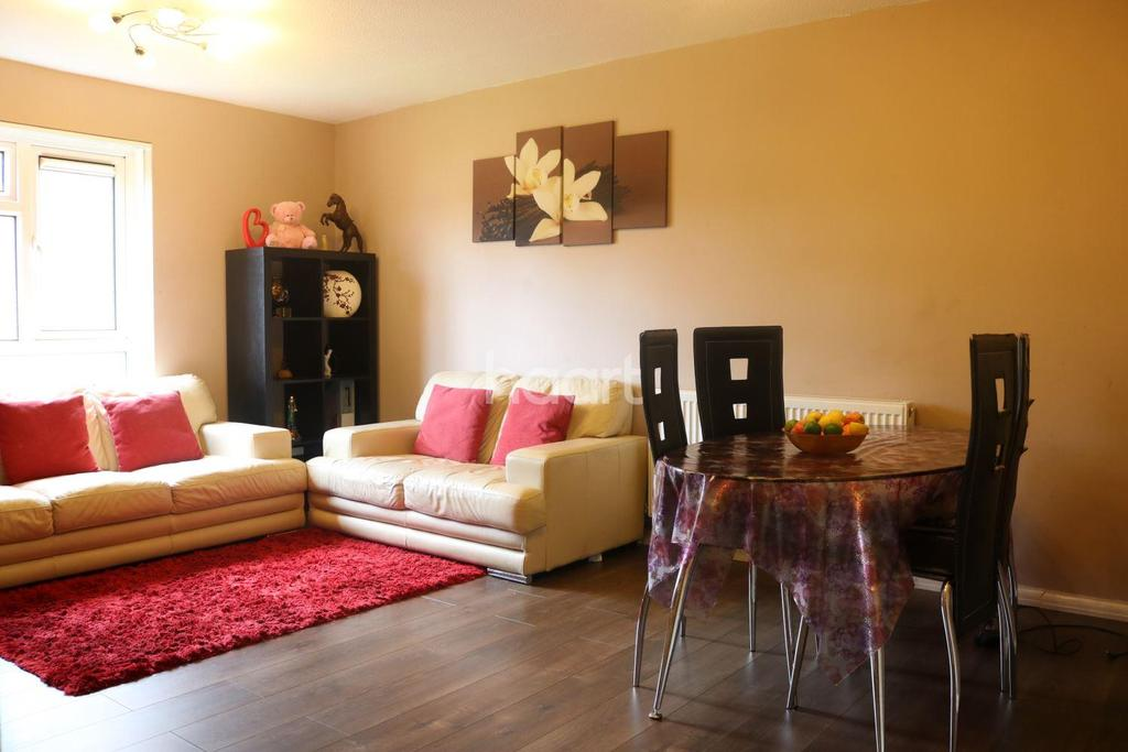 2 Bedrooms Flat for sale in Pevensey road