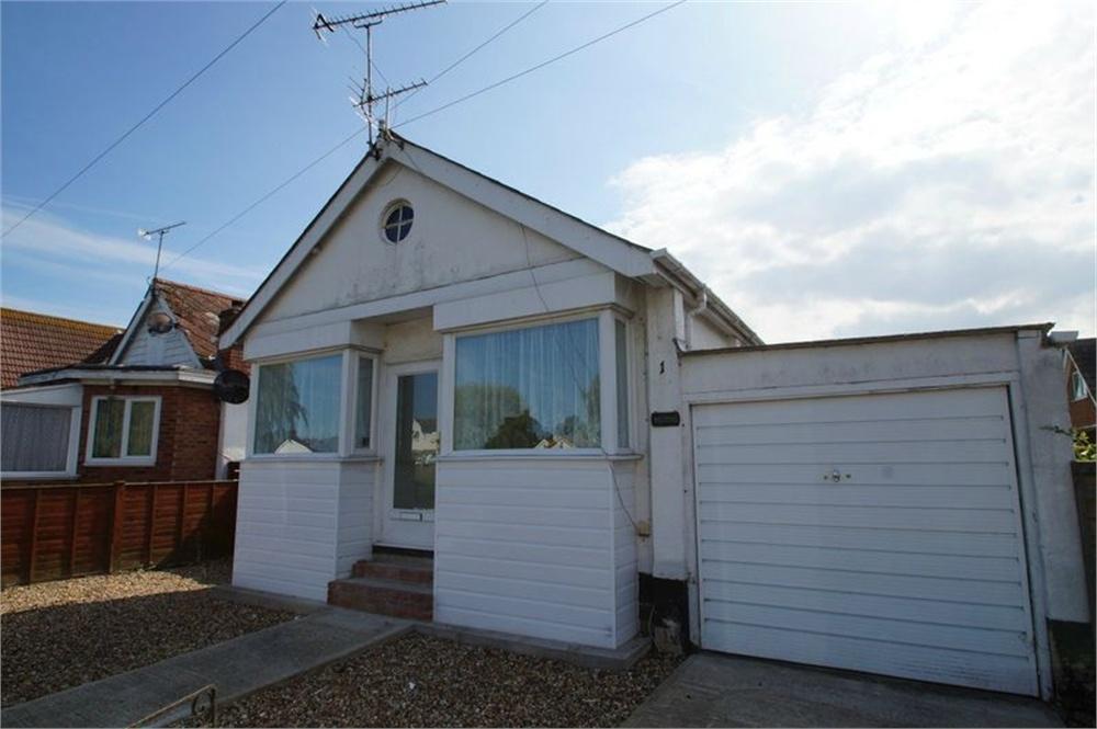 3 Bedrooms Detached Bungalow for sale in Garden Road, Jaywick, CLACTON-ON-SEA, Essex