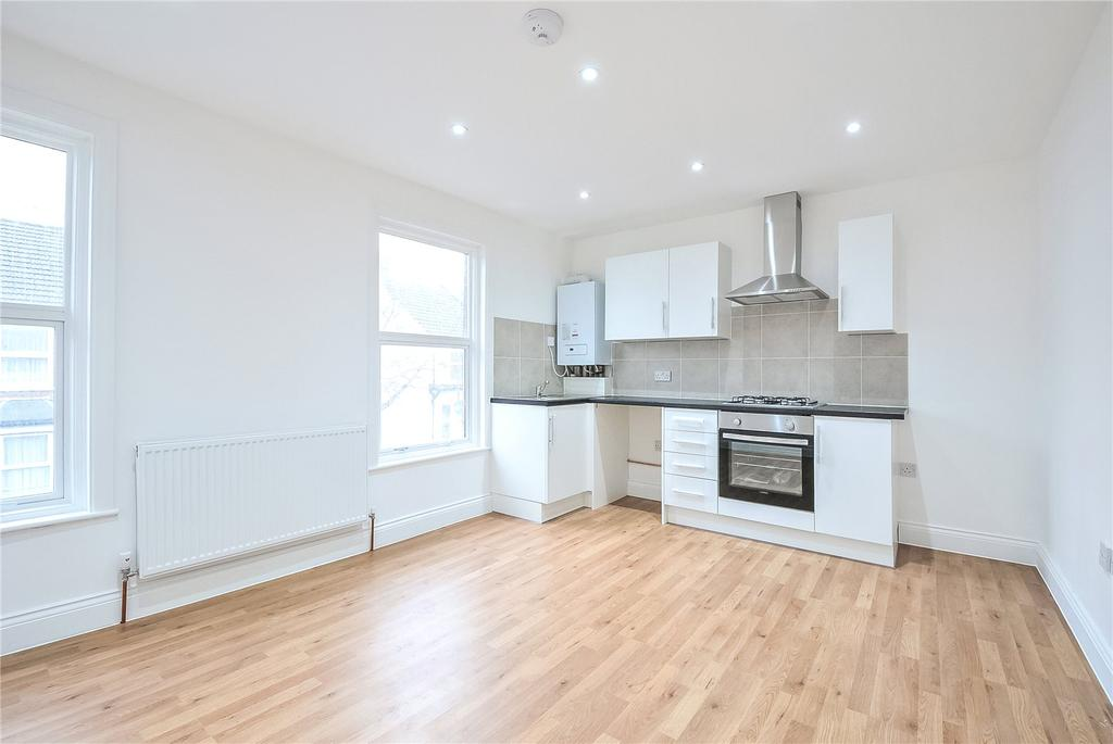 2 Bedrooms Apartment Flat for sale in Harwoods Road, Watford, Hertfordshire, WD18