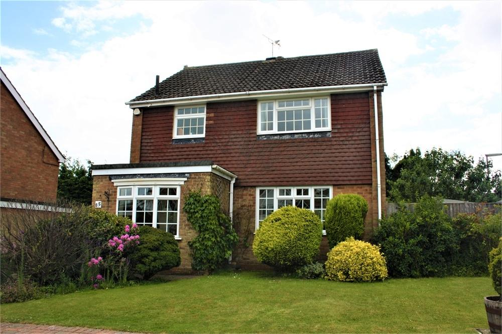 3 Bedrooms Detached House for sale in Willow Way, Farnham, Surrey