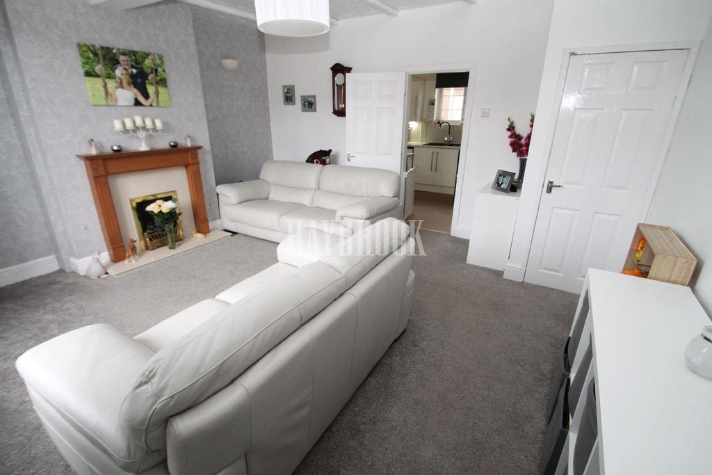 3 Bedrooms Terraced House for sale in Wadsworth Road, Bramley