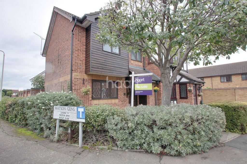 2 Bedrooms Semi Detached House for sale in Ewan Road, Harold Wood, Romford